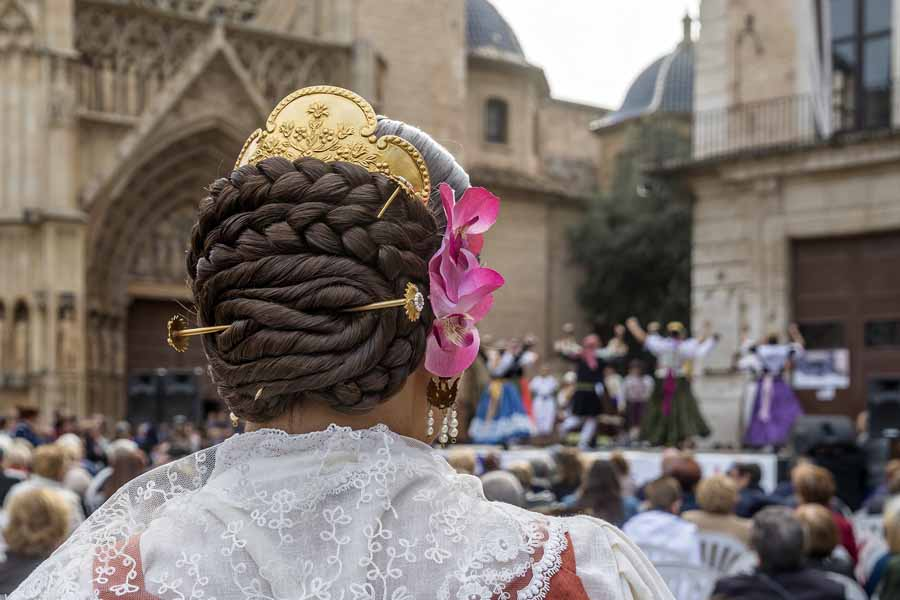 Fallas Valencia 2020, traditional outfit and hairdo.